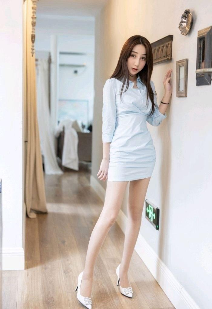 氧气美女模特长腿性感撩人诱惑写真
