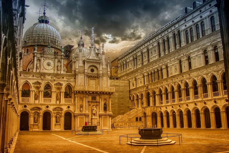 精美外观的欧式风格建筑唯美摄影图片