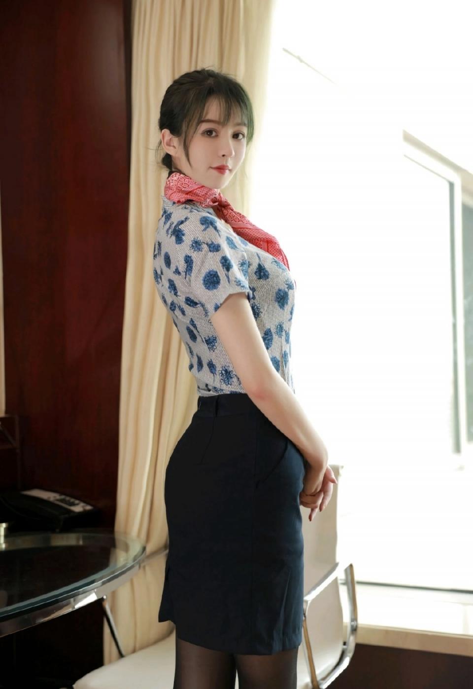 性感美女空姐黑丝美腿妖娆诱惑写真
