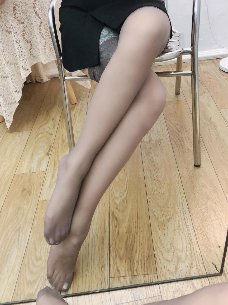 性感美女长腿黑丝诱惑撩人写真