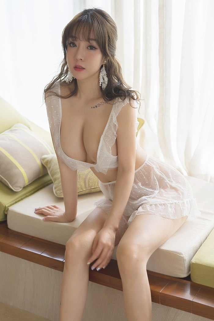 大胸美女蕾丝透视性感若隐若现诱惑写真