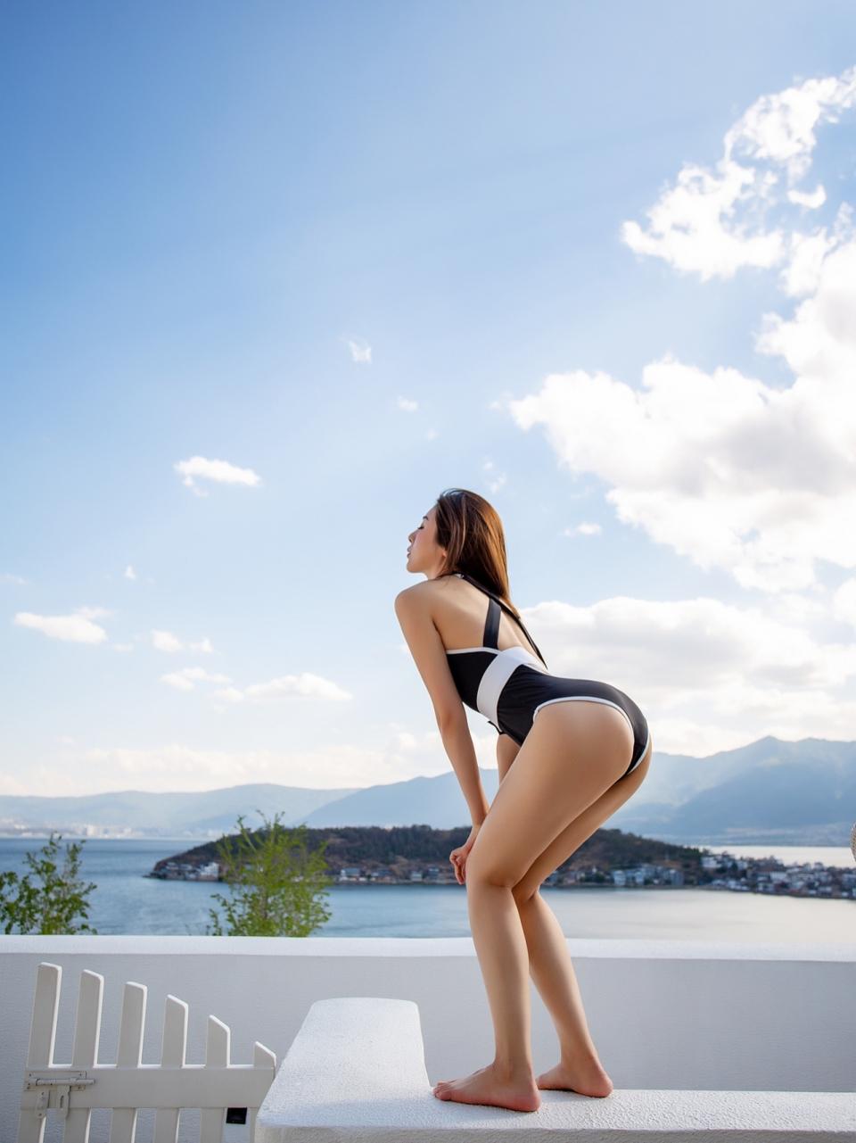 性感美女泳装长腿诱惑写真