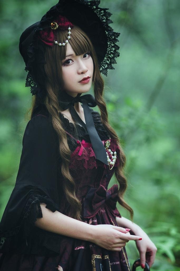 美女摄影_户外洋装气质美女高清写真