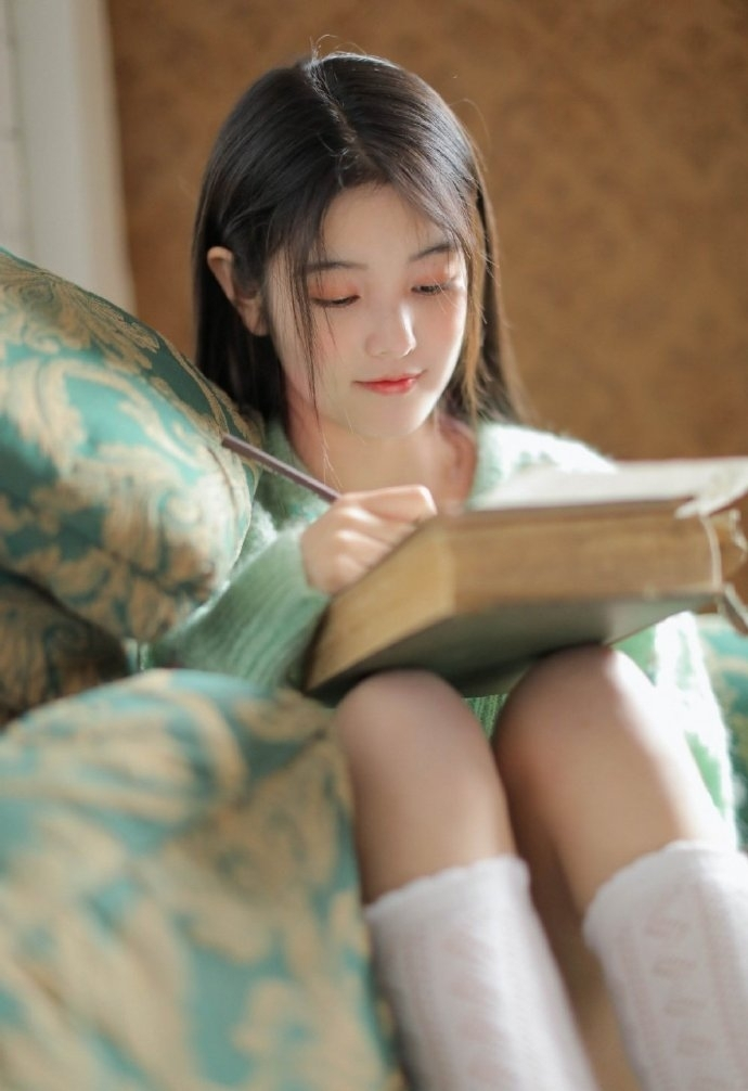 清纯美女白丝长腿妩媚性感诱惑写真
