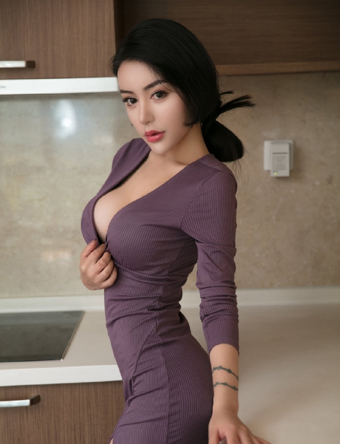 大胸美女性感身材诱惑撩人写真