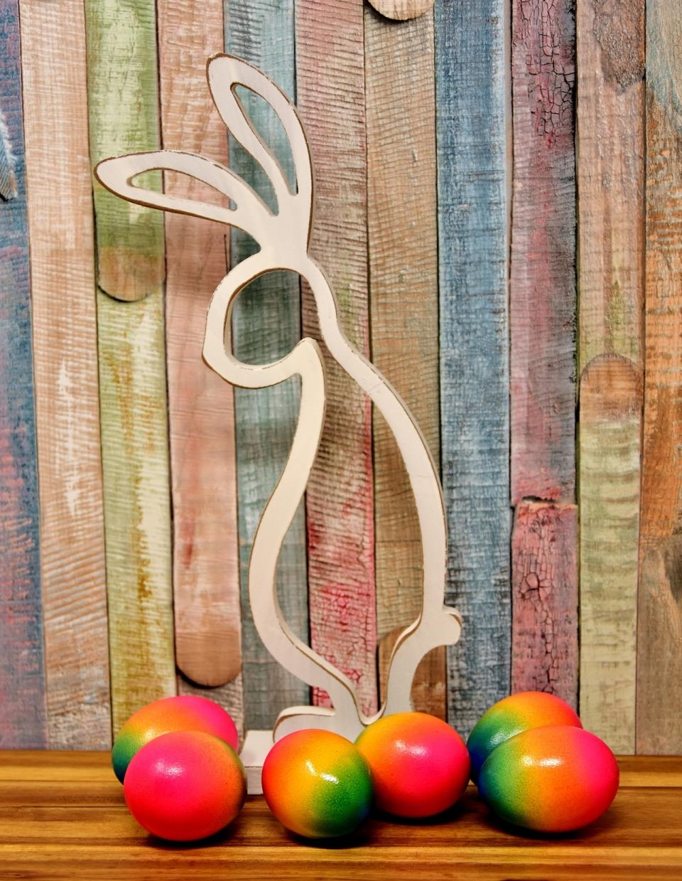 室内木制桌面镂空兔子模型七彩彩蛋