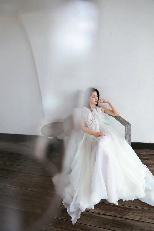 性感美女明星欧阳娜娜妩媚诱惑写真