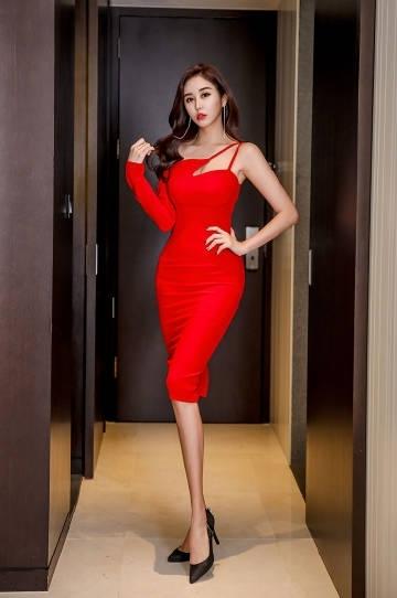 妖娆少妇红色长腿性感撩人诱惑写真