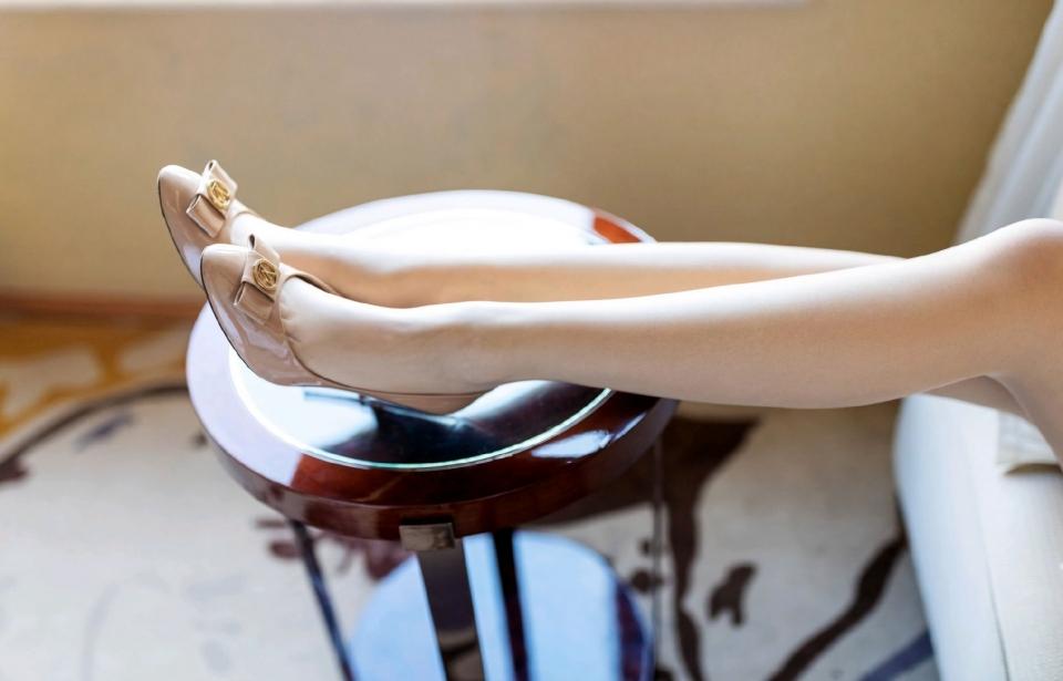长腿美女模特性感超短裙诱惑写真
