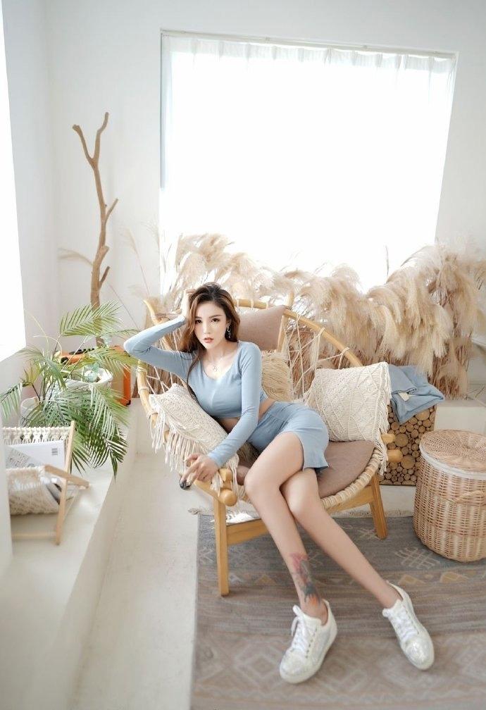 长腿美女模特性感人体艺术诱惑写真
